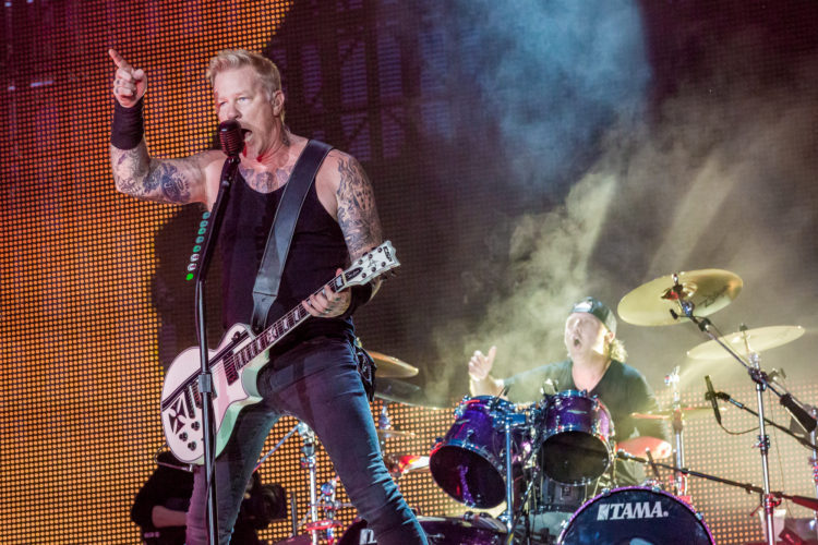 """James Hetfield's Mandatory """"Sobriety Weekends"""" Are What Led To METALLICA's Fest Cancellations"""