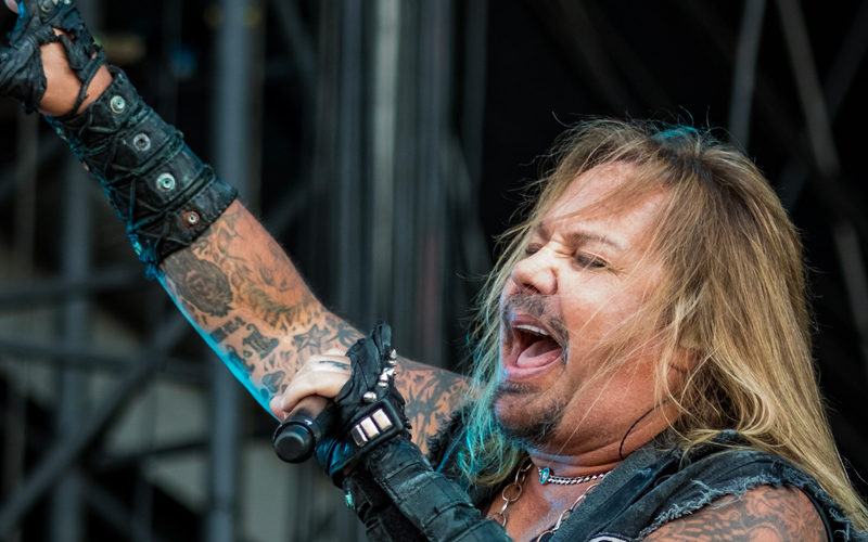 """Video Proof of Vince Neil """"Working Out Like A Madman"""" For MOTLEY CRUE Summer Stadium Tour"""
