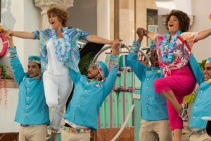 Kristen Wiig's Barb And Star Go To Vista Del Mar Reviews Have Dropped, Here's What Critics Are Saying