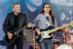 """Rush's Alex Lifeson and Geddy Lee """"eager to get back together"""""""