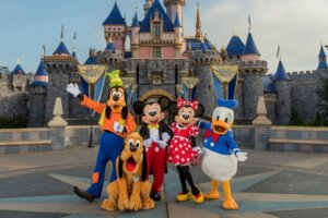 What It's Like To Wait In Line For Disneyland Tickets For 8 Hours