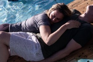 'The Requin': Alicia Silverstone Fights to Survive the Elements and a Great White Shark!