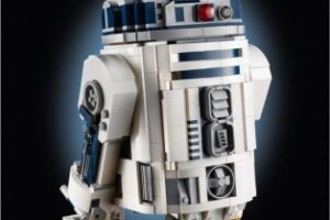 'Slash Film: Cool Stuff: LEGO Gives R2-D2 a Makeover with New 2,314-Piece Set for Lucasfilm's 50th Anniversary'