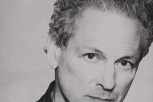 Lindsey Buckingham announces solo album and releases single I Don't Mind