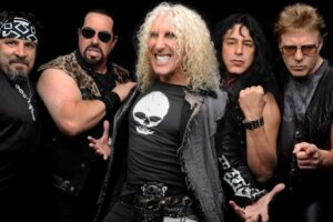 Dee Snider Open To Collaborating with TWISTED SISTER Bandmates on New Song