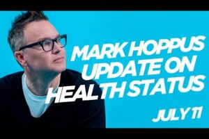 """Kerrang – Mark Hoppus gives update on cancer battle: """"Scans indicate that the chemo is working!"""""""
