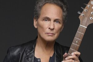 Lindsey Buckingham releases new single On The Wrong Side, inspired by Fleetwood Mac's Go Your Own Way