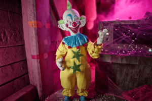 Spirit Halloween Previews New Products for Halloween 2021 Including 'Killer Klowns' and Ghostface Animatronics! [Video]