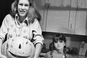 Kyle Richards is Back as Lindsey Wallace in Latest 'Halloween Kills' TV Spots [Video]