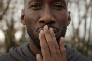 'Slash Film: Mahershala Ali Sci-Fi Drama Swan Song Will Premiere In Theaters And On Apple TV On The Same Day'