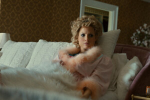 'Slash Film: The Eyes Of Tammy Faye Review: Jessica Chastain Shines In An Otherwise Muddled Movie [TIFF 2021]'
