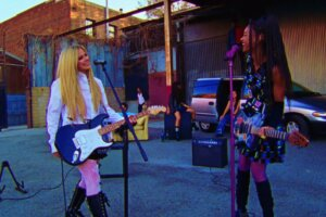 Kerrang – Watch: WILLOW and Avril Lavigne team up for official G R O W video